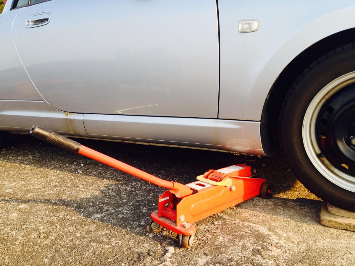 【タイヤ交換】おすすめジャッキはこれ!選び方、種類と特徴、油圧フロアジャッキの裏技